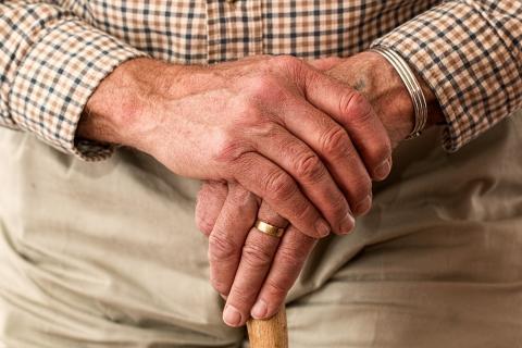 mains agées.jpg