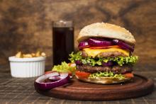 repas-restauration-rapide-hamburger-frites_23-2148273031.jpg